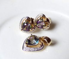 14 kt yellow gold set with hearts made of 2 ct mystic topazes and diamonds