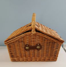 4 persons reed picnic basket