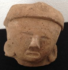 Pre-Columbian pottery head of a dignitary with large earspools - Veracruz culture Mexico - 10 cm