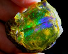 Big Natural Opal Crystal - 38 x 30 x 21 mm - 147 ct - 29,4 grams