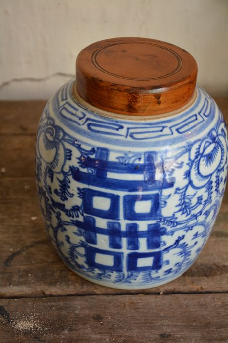 Fine blue white chinese ginger jar with lucky symbols - 19th century