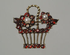 Art Nouveau brooch, gold flower basket brooch, garnet brooch made of 333 / 8 kt gold with red garnets and pearls, antique