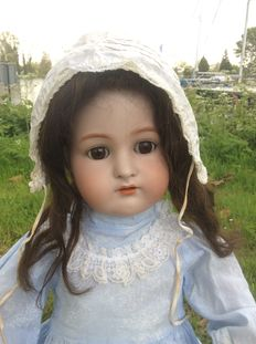 Large articulated girl doll marked: Simon and Halbig Kammer and Rheinhardt 70