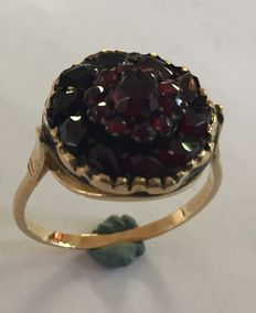 Gold ring with garnet, double entourage
