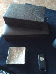 Lot of 2 Boxes of cigarettes and cigars, pure cutter & ashtray of vitolas
