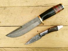 Damascus steel hunting knives - Handmade