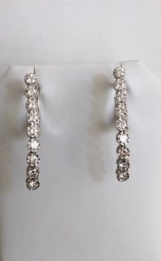 White gold dangling stud earrings with a total of approx. 1.00 ct