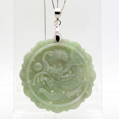 Myanmar jade pendant with engraved dragon - Length: 59 mm – Sterling silver (925) – Chain necklace: 40 cm