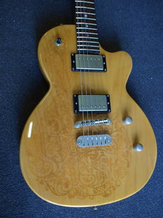 Luna Sol Henna single cut, model LP with bag and tuner