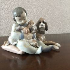 LLADRO figurine - Baby with dogs