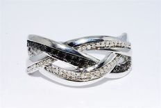 Silver ring with white and black Diamonds of 0.39 ct - Ring size: 17.75 (mm)