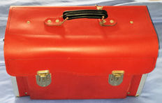 Beautiful LEMP tool case for your classic car - Sturdy red leather