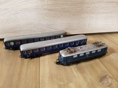 Märklin H0 - 3034 - E-loc BR E-41 of DB with two carriages of DB