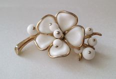 Crown TRIFARI Alfred Philippe Gold Tone Poured Milk Glass Flower Brooch