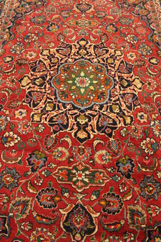 Royal hand-knotted Persian carpet, Mashhad, 197 x 307cm, made in Iran, signed, very good condition