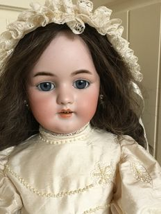 Beautiful antique doll Simon & Halbig 1079 Germany