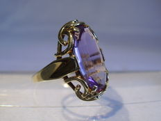 14kt gold ring with facetted amethyst 6ct.