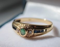 Yellow gold ring, 14 kt, inlaid with emerald, sapphire and diamonds, ring size 18