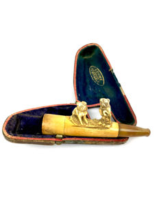 Meerschaum pipe of two english bulldogs in leather case - England - Ca. 1900/1910