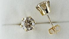 2.40 ct round diamond stud earrings 14 kt gold