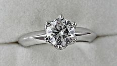 1.03 ct  round diamond ring made of 14 kt white gold - size 6