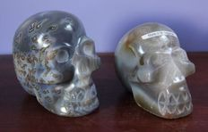 Fine pair of polished Agate skulls - 12 x 10.5 x 7.5cm and 11 x 9 x 7cm - 2.2kg   (2)