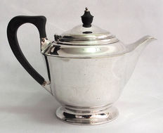 Silver Plated Teapot With Original Copper Strainer - Hawksworth, Eyre & Co UK - Late 19th Century