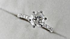 1.20 ct  round diamond ring in 14 kt white gold - size 6