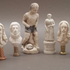 Lot of 11 pipe tampers and statues made of pipe clay
