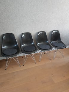 Charles & Ray Eames for Herman Miller – set of 4 fibreglass DSR chairs