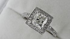 1.59 ct VS1 princess diamond ring in 14 kt white gold - size 7,5