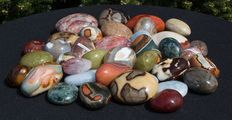 Large Lot of Madagascan tumble stones - 4.5 to 8cm - 4087gm  (39)
