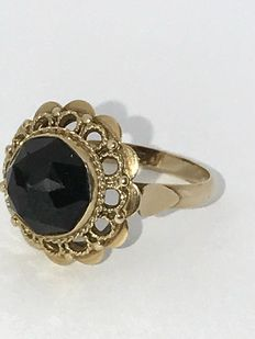 14 kt gold women's ring with faceted garnet - ring size 17
