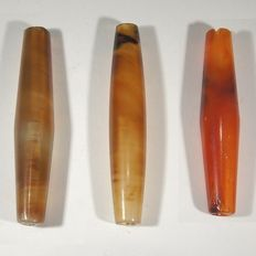 Three biconical agate beads, Bactrian,  l;  4,9, 4,6 & 4,5 cm
