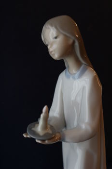 "Lladro Porcelain Figurine #4868 ""Girl With Candle"""