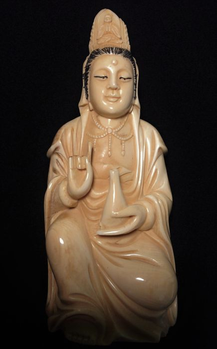 Guan Yin sculpture in ivory - China - late 19th/early 20th century