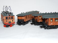 Märklin H0 - 2670 - Four-part set with electrical locomotive D101 of the Swedish raiways  (SJ), with 3 balcony carriages with real wooden walls
