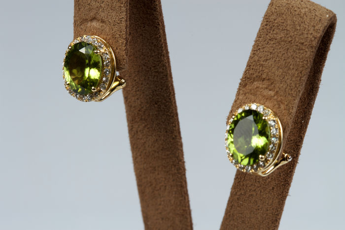 Gold earrings with peridots and diamonds totalling 0.43 ct