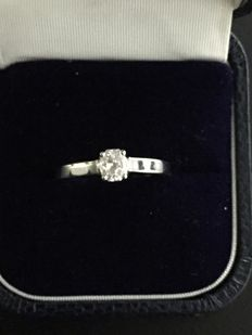 18 kt white gold ring set with a radiant-cut diamond of 0.42 ct, size 53 - No reserve
