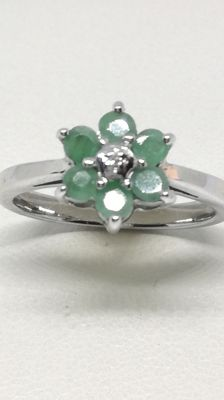 Ring in silver with emeralds in heart-shape