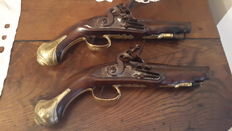 Spain - Pair of travel pistols or from an officer - period 1780-1810 signed by the famous harquebusier Catalan