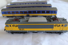 Märklin H0 - 3326/4164 - Electric locomotive Series  1600 with Three 1st class carriages of the NS