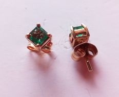18 kt gold earrings with emeralds totalling 0.25 ct – Measurements: 4 mm