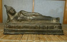 Reclining Buddha -Bronze - India or Thailand - second half 20th century