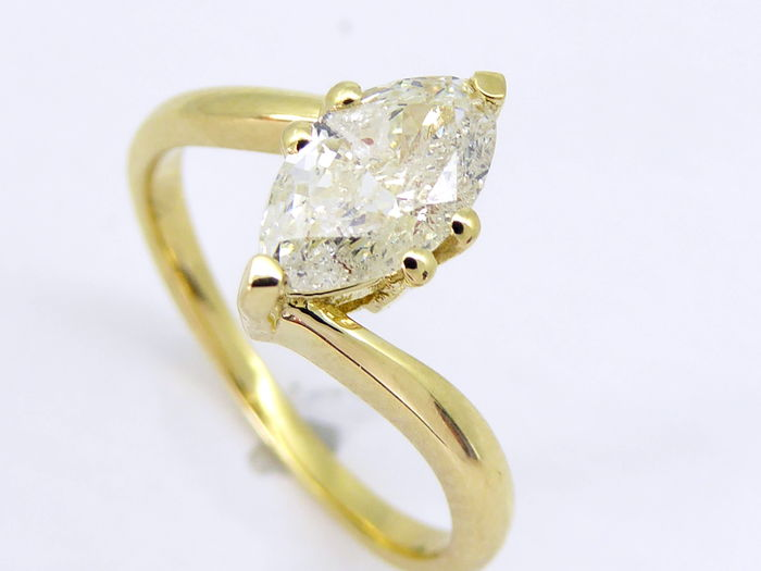 Yellow gold ring with marquise cut diamond of 0.80 ct -