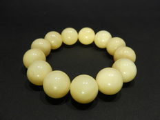 Bracelet in Baltic amber 29 gr, opaque white colour