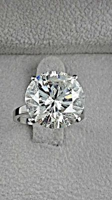 10.49 ct round solitaire diamond ring in 14 kt gold - size 6