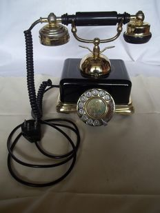 Beautiful old phone - working - In good condition