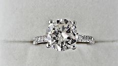 2.89 ct  round diamond ring in 14 kt white gold - size 7