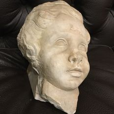 Antique white marble head of a Cherub - Roman school - fragment of a beautiful 16th-century sculpture